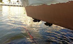 Chinese Coast Guard - Anti-fouling on hull